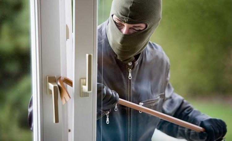 Με αυτό τον τρόπο μπορούν να διαρρήξουν την κλειδαριά της πόρτας σας